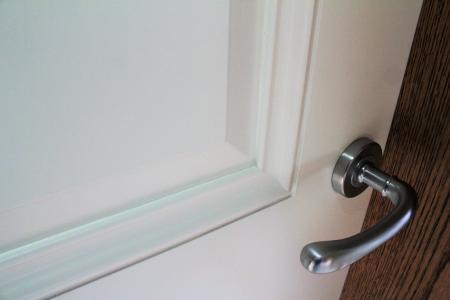 Selecting door handles